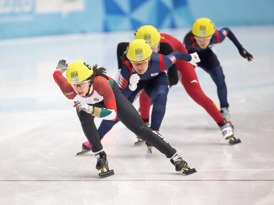 Petra jaszapati /HUN leads Jiyoo Kim /KOR